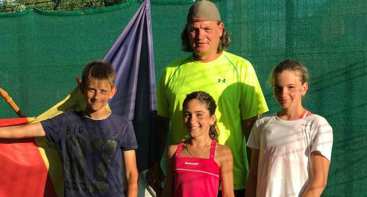 Tenismenii moldoveni au debutat cu victorii la turneul Tennis Europe din Galați