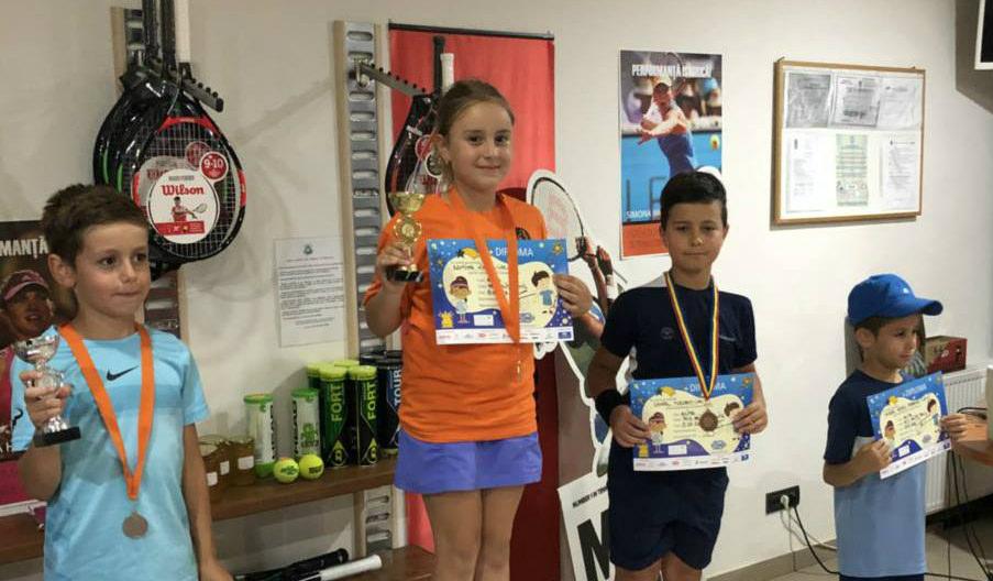 Tinerii jucători de tenis moldoveni – locuri de frunte la un turneu în Romania