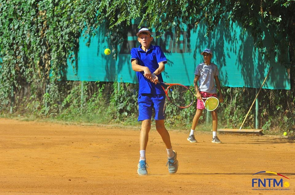 Trei jucători de tenis din R. Moldova participă la turneul european Viccourt Cup