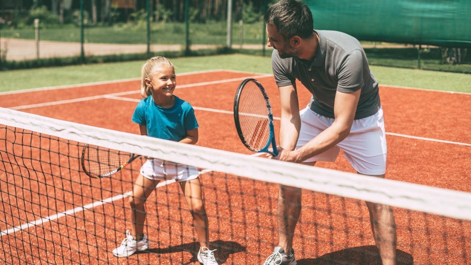 Cum să îți motivezi copilul să practice sportul?